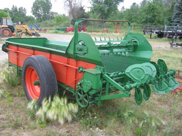 Used New Idea ground driven manure spreader
